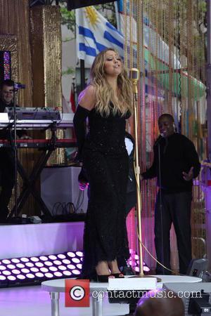 Mariah Carey Laughs Off Lyric Mistake During Outdoor Tv Gig