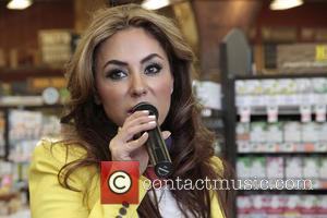 Shakira Niazi - Jermaine Jackson at the Whole Foods store in Tarzana to promote