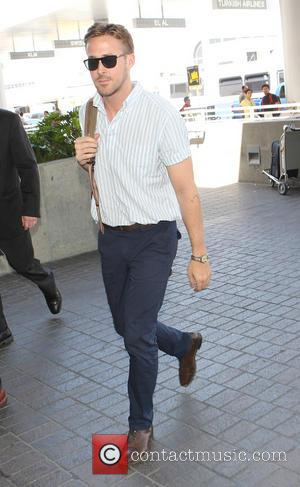 Ryan Gosling - Ryan Gosling at Los Angeles International (LAX) Airport - Los Angeles, California, United States - Sunday 18th...