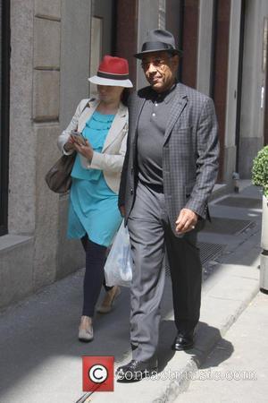 Giancarlo Esposito - 'Breaking Bad' star Giancarlo Esposito takes a stroll in Milan's fashion district with a guide - Milano,...