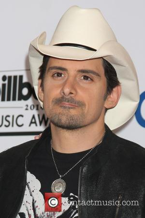 Brad Paisley Mocks Westboro Baptist Church With Funny Selfie