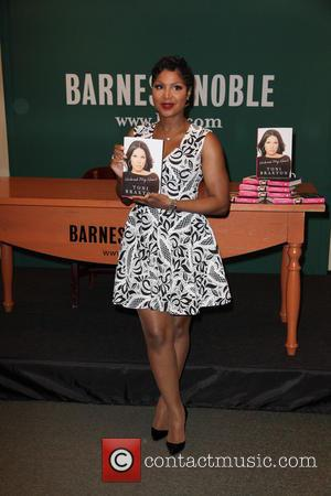 Toni Braxton - Singer/songwriter Toni Braxton promotes her book 'Unbreak My Heart: A Memoir' at Barnes & Noble - New...