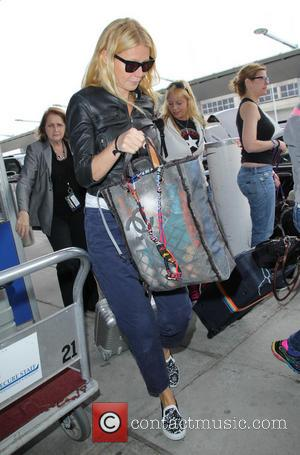Gwyneth Paltrow - Gwyneth Paltrow pulling her own luggage as she arrives at John F. Kennedy International Airport (JFK) by...
