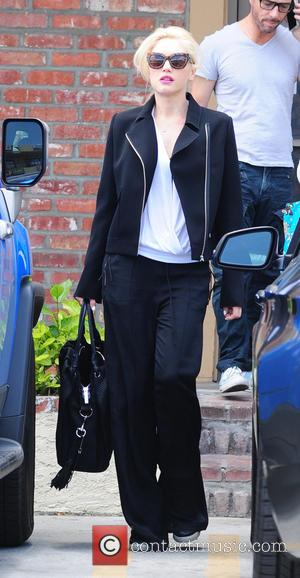 Gwen Stefani - Gwen Stefani in an oversized black suit visits Jesun Acupuncture Clinic in Los Angeles - Los Angeles,...