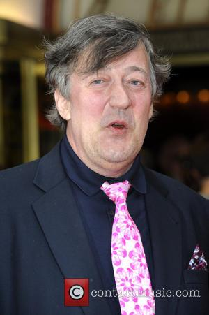 Stephen Fry Takes Aim At British Government Over Snowden Revelations