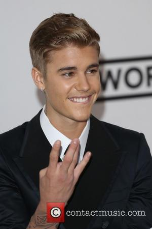 Amid Racism Storm, Justin Bieber is Defended by Floyd Mayweather Jr