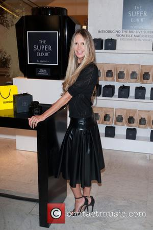 Elle Macpherson - Elle Macpherson launches her alkalising health and beauty supplement, The Super Elixir at Selfrdiges. - London, United...