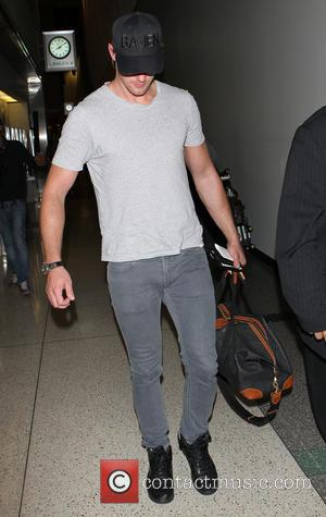 Alexander Skarsgard - Alexander Skarsgard arrives at Los Angeles International (LAX) airport - Los Angeles, California, United States - Friday...