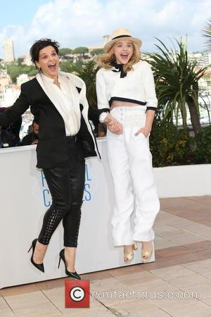 Chloe Grace Moretz (r) and Juliette Binoche