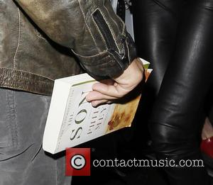 Sean Penn Charlize Theron - Sean Penn and Charlize Theron arriving back at their London hotel. Sean carried a paperback...
