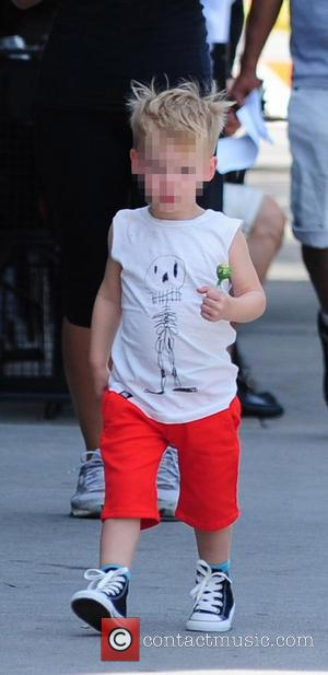 Luca Cruz Comrie - Hilary Duff, with iced tea in hand, leaves lunch at Joan's On Third with son Luca...