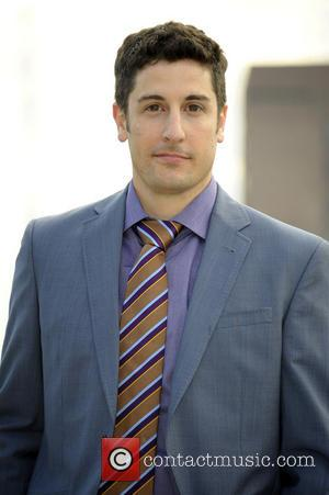 Jason Biggs Issues Apology For Joking About Malaysia Airlines Crash On Twitter