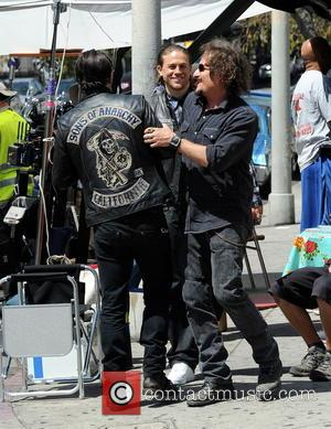 Charlie Hunnam, Kim Coates and Tommy Flanagan - Charlie Hunnam hops on his bike on the set of