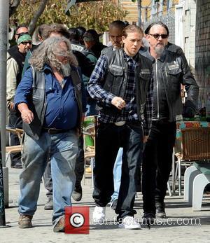Charlie Hunnam, Tommy Flanagan, Kim Coates and Mark Boone Junior - Charlie Hunnam hops on his bike on the set...