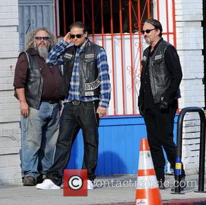 Charlie Hunnam, Tommy Flanagan and Mark Boone Junior - Charlie Hunnam hops on his bike on the set of