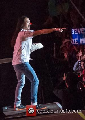 Steve Aoki Sued By Fan Over Cake-related Injury