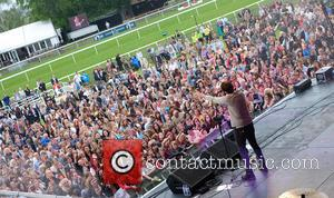 Atmosphere, James Arthur, Crowd and Fans