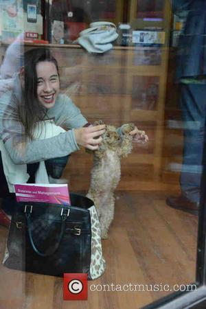 Aurora - Michelle Hunziker At A Photo Shop