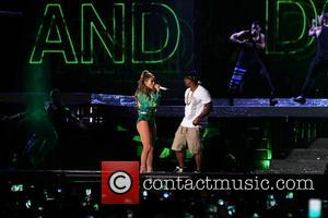 Jennifer Lopez and Ja Rule - Jennifer Lopez performing at the State Farm Neighborhood Sessions held at Orchard beach in...