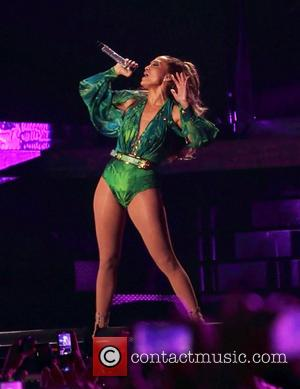 Jennifer Lopez - Jennifer Lopez performing at the State Farm Neighborhood Sessions held at Orchard beach in Pelham Bay Park,...