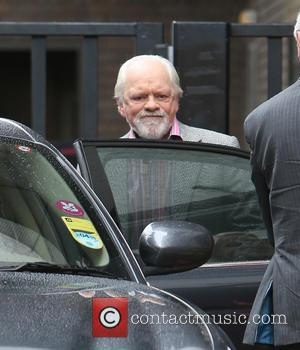 David Jason To Retain Pilot's Licence