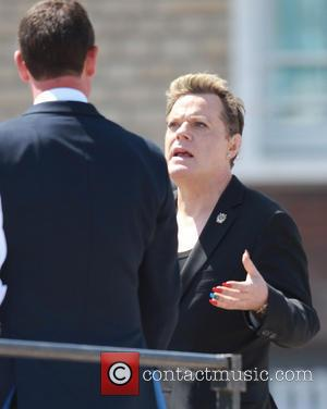 Eddie Izzard - Eddie Izzard arrives to do shows in three languages in Arromanches - Arromanches Le Bain, France -...