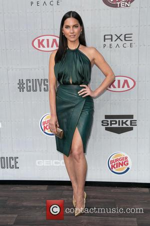 Olivia Munn Goes Public With Aaron Rogers Romance At Film Premiere