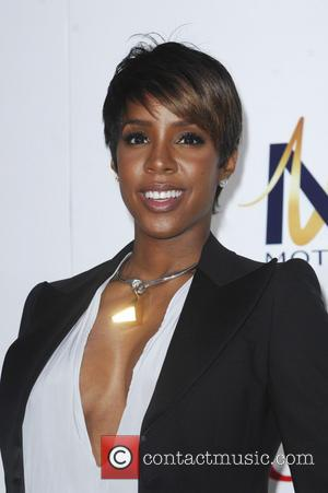 Kelly Rowland May Have Confirmed First Pregnancy With Adorable Photo