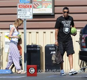 Ellen Pompeo, Chris Ivery and Stella Pompeo Ivery - Grey's Anatomy star Ellen Pompeo grocery shops at Lassen's Natural Foods...