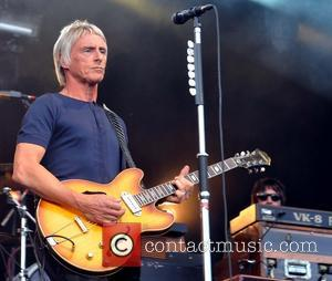 Paul Weller Turns Backing Singer For Simon Tong