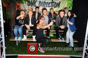 One Direction and Fans - Fans unveiling the new One Direction wax figures at Madame Tussauds in Mitte. - Berlin,...