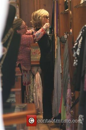 Jane Fonda - Jane Fonda tries on accessories at Victorian Rose boutique in Beverly Hills - Los Angeles, California, United...