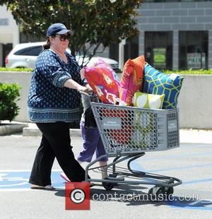 Melissa McCarthy - Melissa McCarthy goes shopping at Cost Plus World Market with her daughter Vivian Falcone - Sherman Oaks,...