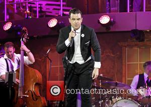 Robbie Williams - Robbie Williams performing live on stage at the Manchester Phones4U Arena at Manchester Phones4U Arena - Manchester,...