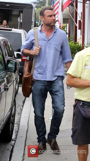 Liev Schreiber - Liev Schreiber spotted walking alone in Brentwood - Brentwood, California, United States - Tuesday 1st July 2014