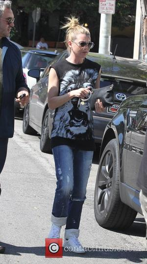 Ellen Pompeo - Ellen Pompeo wearing a lion themed t-shirt has lunch at Petrossian with a male companion - Los...