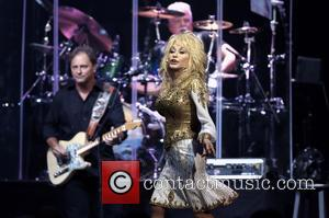 Dolly Parton Shuts Down Cancer Rumours