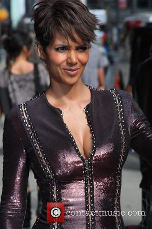 As The Premiere Of 'Extant' Closes In, Halle Berry Confesses To Believing In Aliens