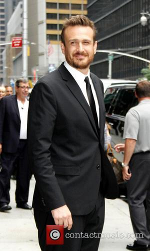 Jason Segal - Celebrities arriving at the Ed Sullivan Theater for the 'Late Show with David Letterman' - New York,...