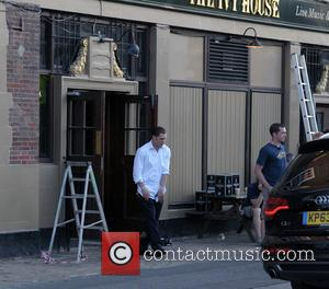 Tom Hardy - Tom Hardy and Emily Browning rehearse scenes for their upcoming movie 'Legend' outside The Ivy House in...