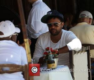 Shaggy and Orville Richard Burrell - Shaggy, dressed in a Brooklyn cap and aviator sunglasses, has lunch in Beverly Hills...
