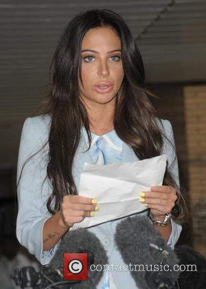 Tulisa Contostavlos - Tulisa Contostavlos reading a statement outside Southwark Crown Court after charges against her were dropped - London,...