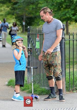 Gavin Rossdale and Zuma Rossdale - Gwen Stefani and husband Gavin Rossdale enjoy a family day at Regents Park with...