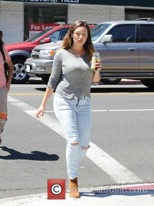Kelly Brook - Kelly Brook wearing ripped jeans, out and about in Beverly Hills drinking a healthy green juice from...