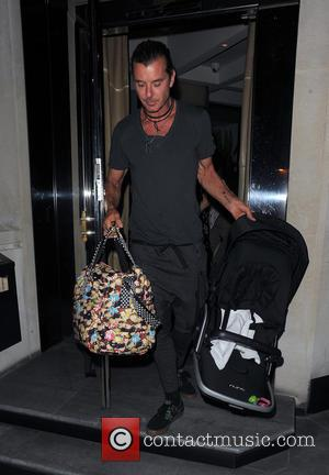 Gavin Rossdale - Gwen Stefani and her husband Gavin Rossdale enjoy a late dinner with friends, and their baby Apollo...
