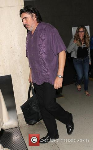 Alfred Molina - Alfred Molina arrives at Los Angeles International (LAX) airport - Los Angeles, California, United States - Monday...