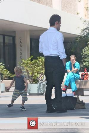 Mike Comrie and Luca - Mike Comrie and baby Luca with personal trainer  after they all had lunch at...