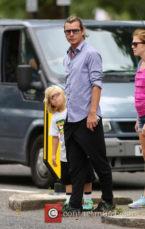 Gavin Rossdale and Zuma Rossdale - Gwen Stefani enjoys a day in the park with her kids - London, United...