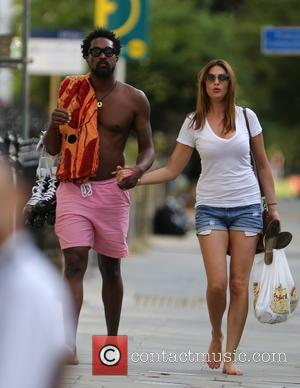 Lisa Snowdon and Adereti Monney - Lisa Snowdon and her boyfriend Adereti Monney enjoy a sunday afternoon at the park...