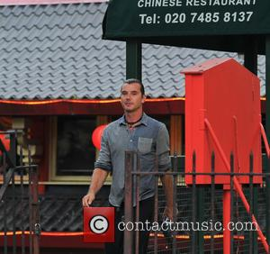 Gavin Rossdale - Gwen Stefani and her family enjoy dinner at Feng Shang Princess, a floating chinese restaurant in London...